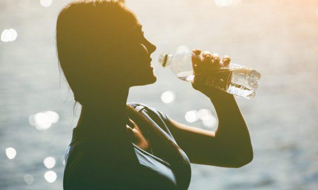 Pourquoi il est important de boire suffisamment d'eau et de rester hydraté ?